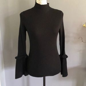New long sleeve belle sleeve sz small turtleneck